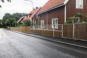 Bullerskydd med glaspartier i Västra Frölunda, Göteborg