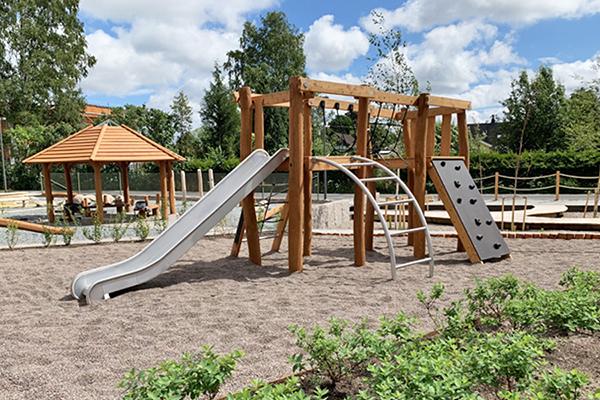 Skolgården inspirerar till ett aktivt liv utomhus